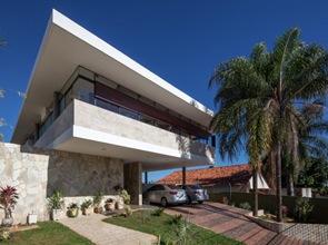 Casa-con-fachada-de-piedra
