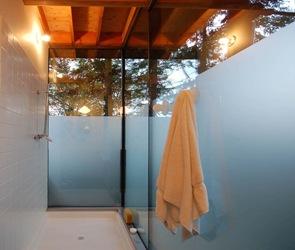 ducha-de-diseño-casa-de-madera