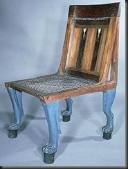 Silla estable en madera de ebano y policromada, patas imitando a las garras de un leon