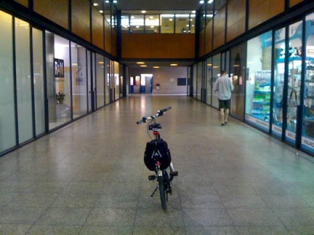 Estacionamento para bicicletas na Loja do Cidadão