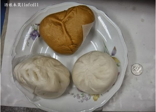 酒娘未笑: [食記] [花蓮吉安] 吳媽媽包子專賣店--後山黑毛豬肉包/吉園圃天然高麗菜包/爆漿三角黑糖包
