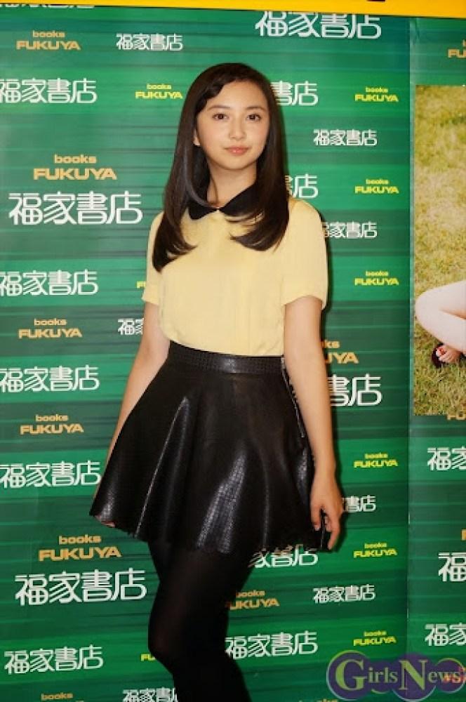 Komiya_Arisa_photobook_release-event_06