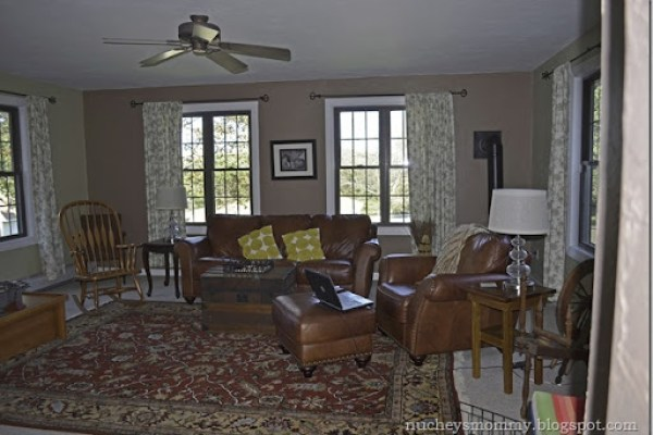Family-room-before-brown_thumb6