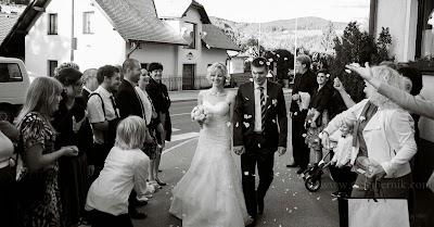 porocni-fotograf-wedding-photographer-poroka-fotografiranje-poroke- slikanje-cena-bled-slovenia-ljubljana-bled-hochzeitsfotografho (128).jpg