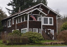 Mo's childhood home on the banks of the Columbia River in Columbia City, Oregon