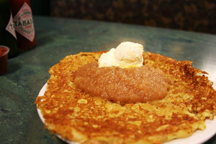 Swedish Oat Pancake with Apple Cinnamon Sauce