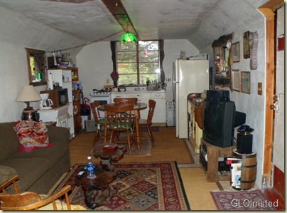 03 Living room & kitchen in little house Yarnell AZ (800x590)