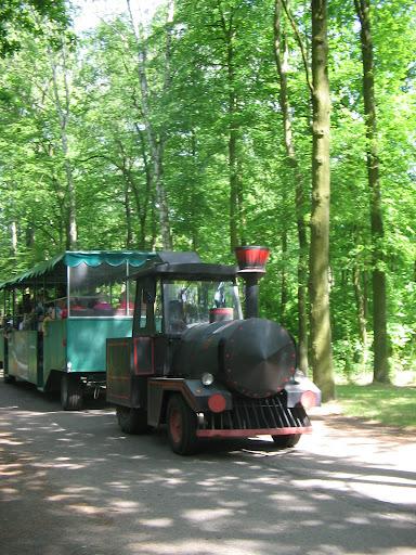 Stara kolejka-ciągnik w Nowym ZOO w Poznaniu