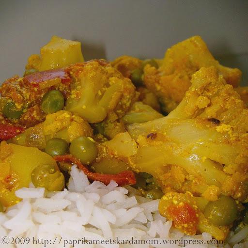 aloo gobi oder indisches blumenkohl kartoffel curry paprika meets kardamom. Black Bedroom Furniture Sets. Home Design Ideas