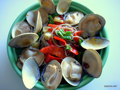 clams around the plate
