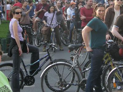 2010 április 24, 2010. 04. 24, bringás demonstráció, bringás sunák, Budapest blog, CM, Critical Mass, fotók, Föld Napja, Kritikus Tömeg, képek, pictures, tüntetés, biciklis felvonulás