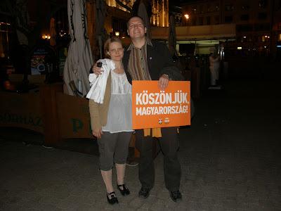 V. kerület,  Belváros, 5. kerület,  Fidesz, Budapest,  Vörösmarty tér,  2010. április 25, második forduló,  képek,  fotók. pictures,  fotók,  buli,