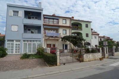 Some Croatian houses opposite our Pula apartment.