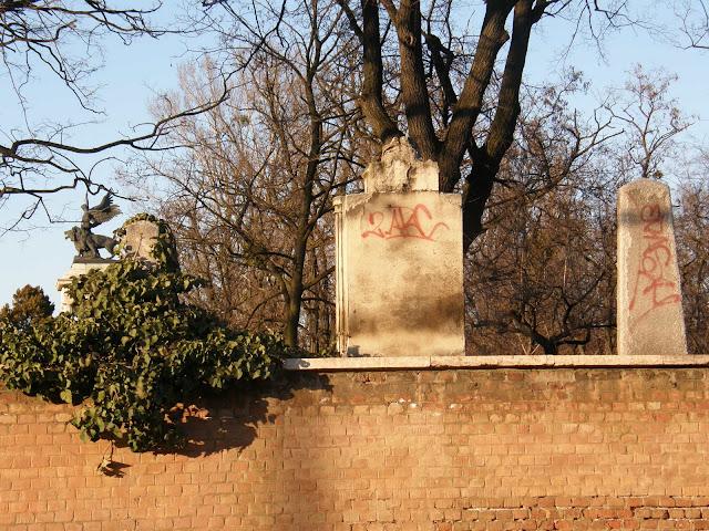 2ARC, ERASH, Budapest, Kerepesi úti temető, Nemzeti Pantheon, vandalizmusus, street art, teg,  tag, falfirka, tegelés, Budapest, blog, rongálás