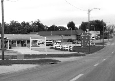 The Starlite Motel in Seneca.  Taken this weekend with old timey black and white effect!  Oooh.  Vintage!