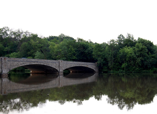 A view of the calm Delaware River.