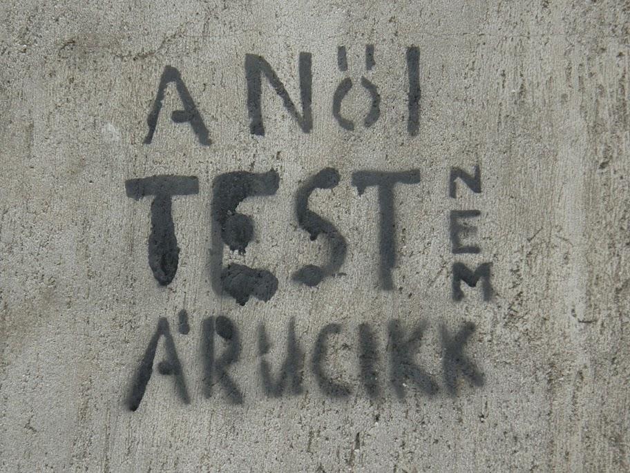 A női test nem árucikk, feminizmus, stencil,  Lendvay utca,  VI. kerület, street art, feminism, Budapest, blog