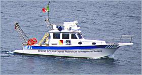 Boot der Umweltschutzbehörde der Region Sizilien