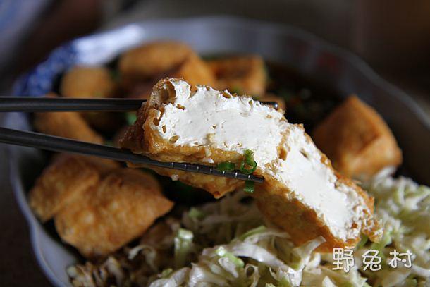 [臺南-美食] 新市土地公臭豆腐 – 野兔村