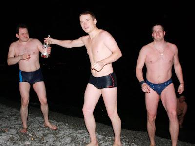 Первое ночное купание на конференции ISDEF Spring 2010. Напоминаю это полночь с 24 на 25 апреля!