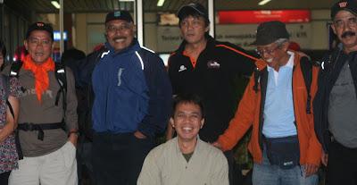 Sebagian Tim Bravo - Ekspedisi Ndugu-Ndugu 15 - 25 April 2010