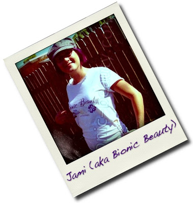 Jami, Editor and Founder of the Bionic Beauty blog sports her T shirt