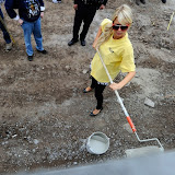 Paris Hilton performs community service with Hollywood Beautification Team (9).jpg
