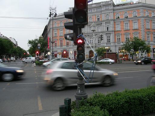 critical mass, Budapest,  blog, bicikli,  kerékpár, Oktogon,  Andrássy út, vandalizmus, szemafor