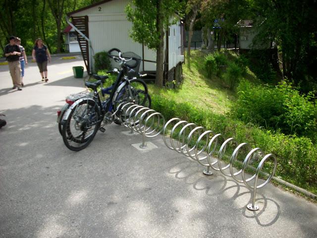 Do oliwskiego zoo można przyjechać także rowerem - nie ma problemów z parkowaniem!