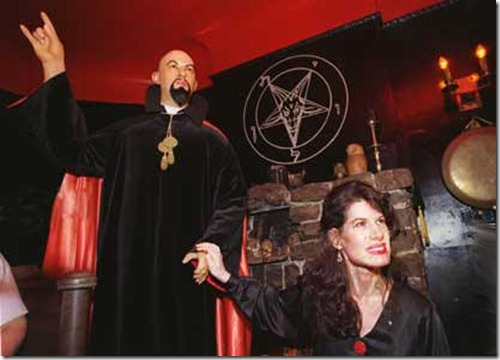 Anton LaVey, fundador e Sumo Sacerdote da Igreja de Satanás