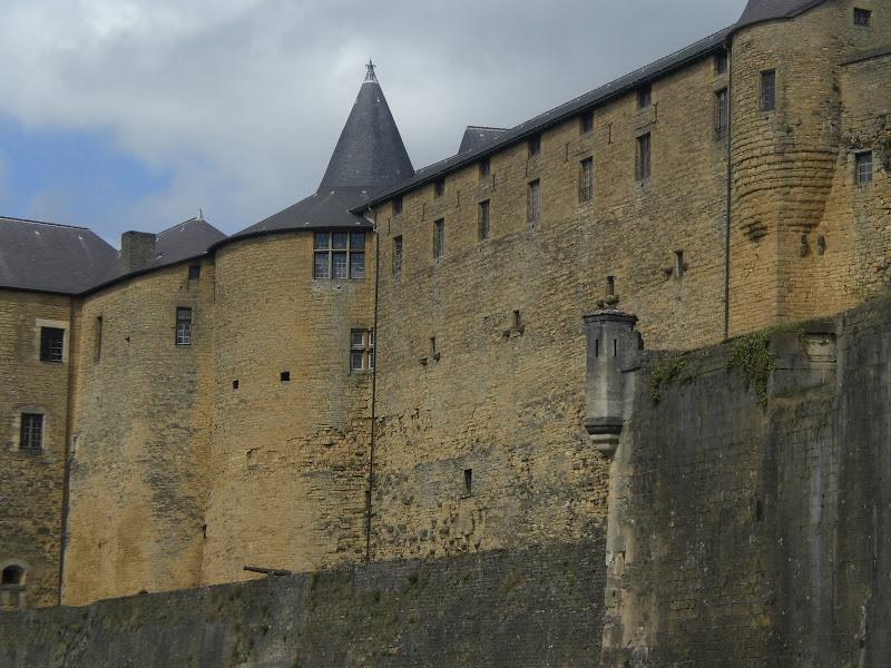 אמרו לנו שזו הטירה \ מבצר הכי גדול באירופה.