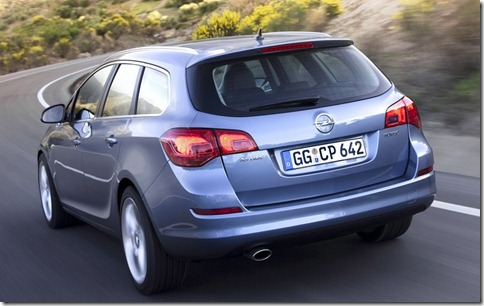 Opel-Astra_Sports_Tourer_2011_800x600_wallpaper_09