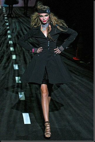 BETSEY-JOHNSON-SPRING-RTW-2011-PODIUM-010_runway