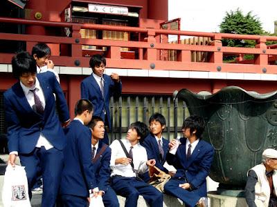 Escolares en el templo de Asakusa