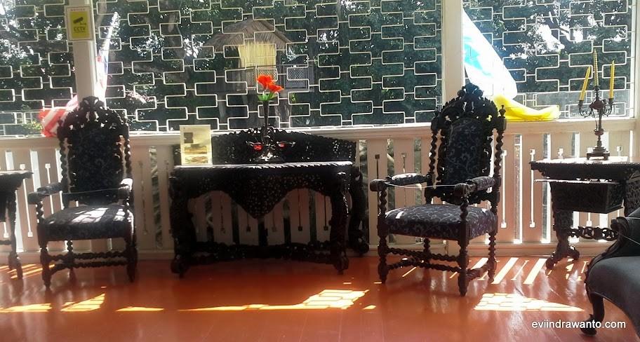 Furniture antik