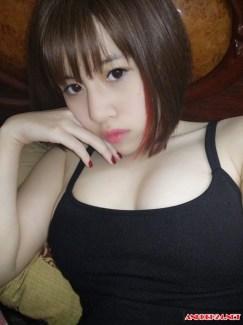 Gái xinh vú to sexy khoe ngực