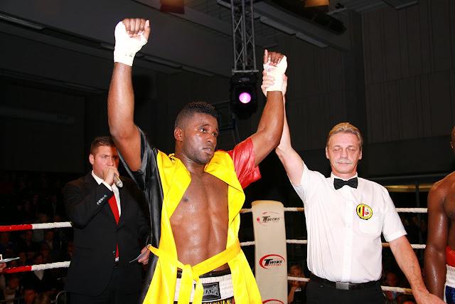 Yves Ngabu wint van Antoine Boya