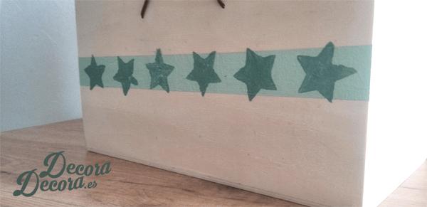 Pintar una caja decorándola con estrellas