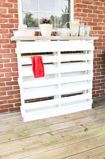 DIY Wood Pallet Outdoor Bar  Sweet Parrish Place