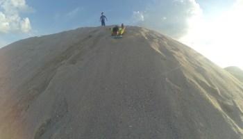 meluncur sandboarding di pantai klebang