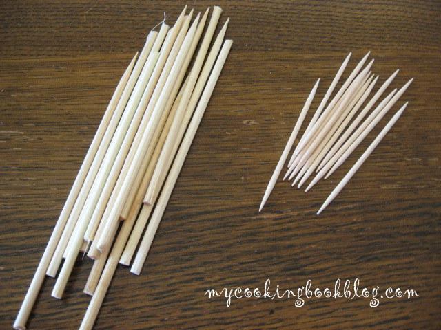 Дървени клечки за зъби и за кебап, нужни за прикрепянето на кексчетата към пиафлората