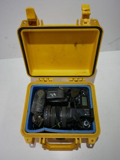 Conditionnement Pentax K5 avec objectif 10-20mm, un flash et une cellule.