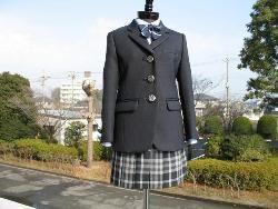 小嶋陽菜、島崎遥香の母校、埼玉県立大宮武蔵野高等学校の制服