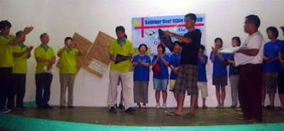 Day 4 - Ptr. Jericho Manalo awards special gifts to Korean missionaries.