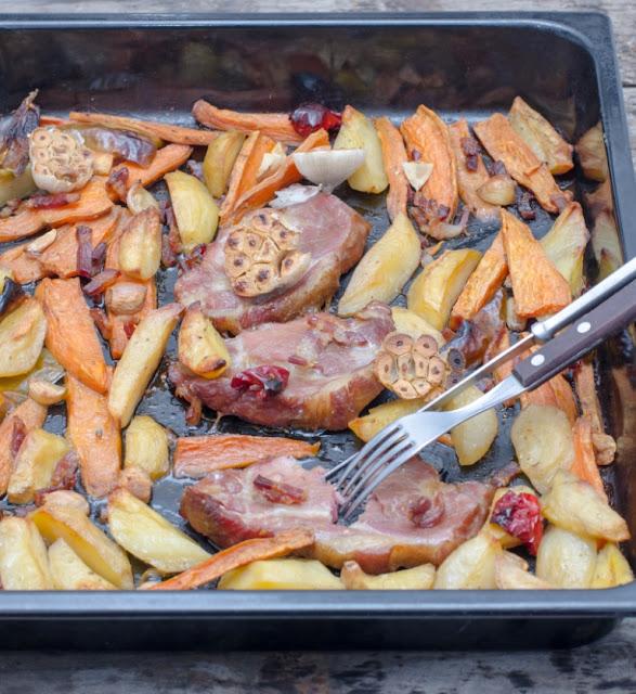 Ceafa de porc cu legume la cuptor