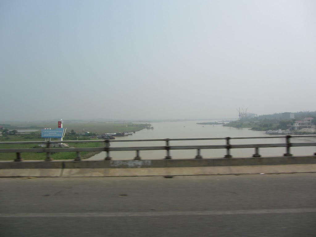 0027Road_to_Halong_Bay