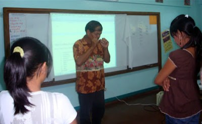 Day 3 - Deaf Pastor Isagani Sta. Ana leads the prayer.
