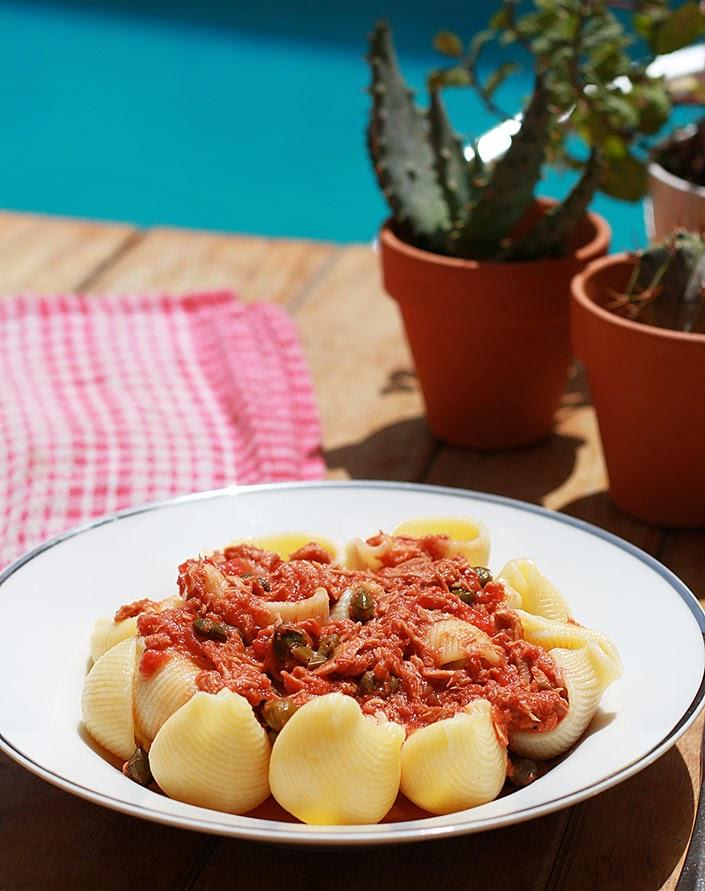 pâtes à la mode de Capri, recette de pâtes méditerranéenne, que faire avec des câpres, plat thon en anchois, pasta pour l'été