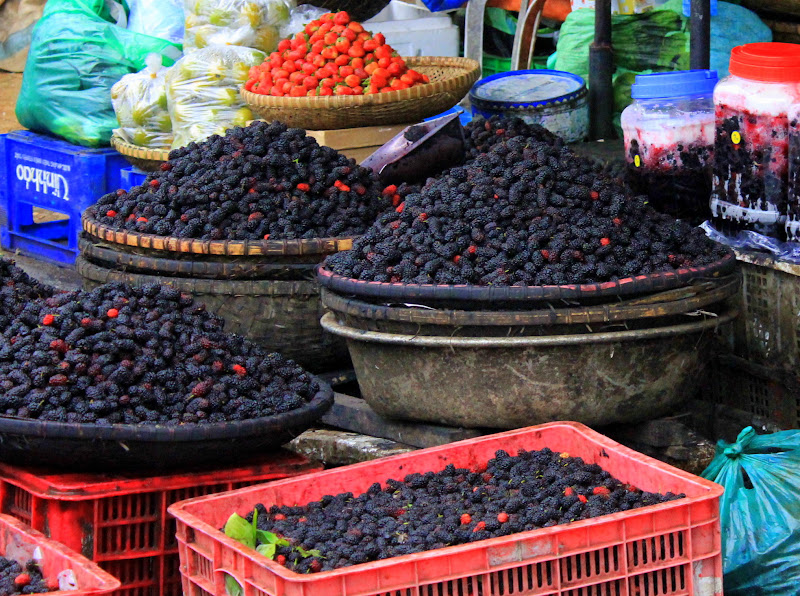 Berries on sale at Da Lat market