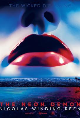 The Neon Demon | Uma jovem garota (Elle Fanning) tenta seguir a carreira de modelo profissional. Mas logo ela descobre que o mundo da beleza é muito mais perverso e assustador do que ela poderia imaginar